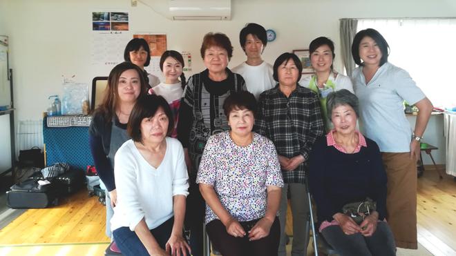 安永東仮設団地の皆様との集合写真